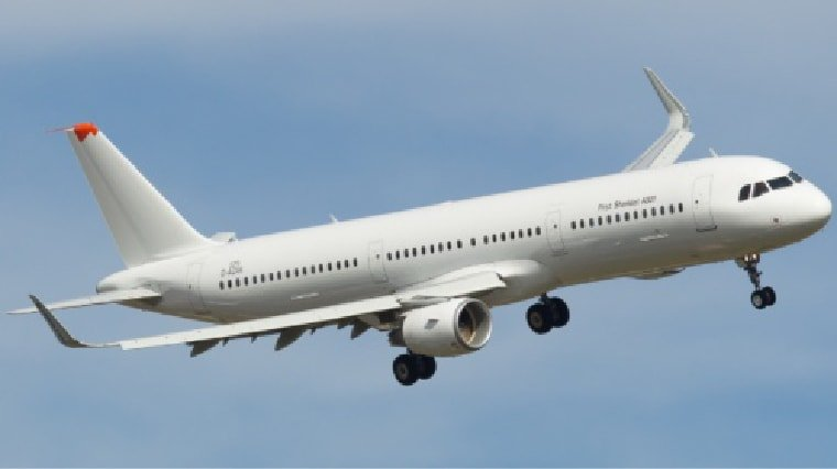 airbus 321-200 in flight with landing gear down